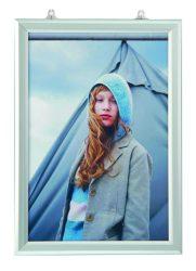Present Slide Suspended Portrait B/2 függeszthető kétoldalas plakátkeret